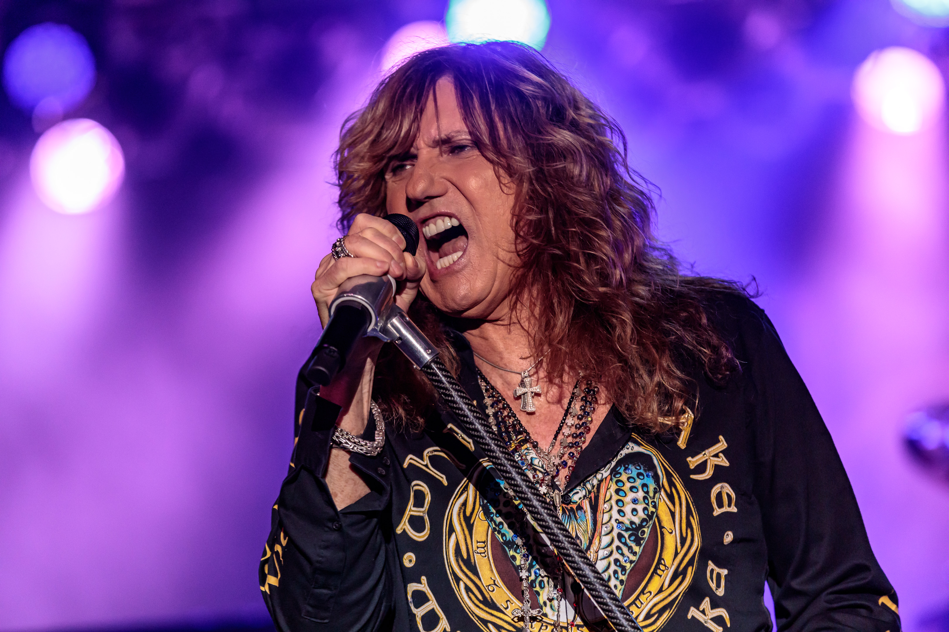 Whitesnake Rocks Crowd at Talking Stick Resort | Beneath a ...