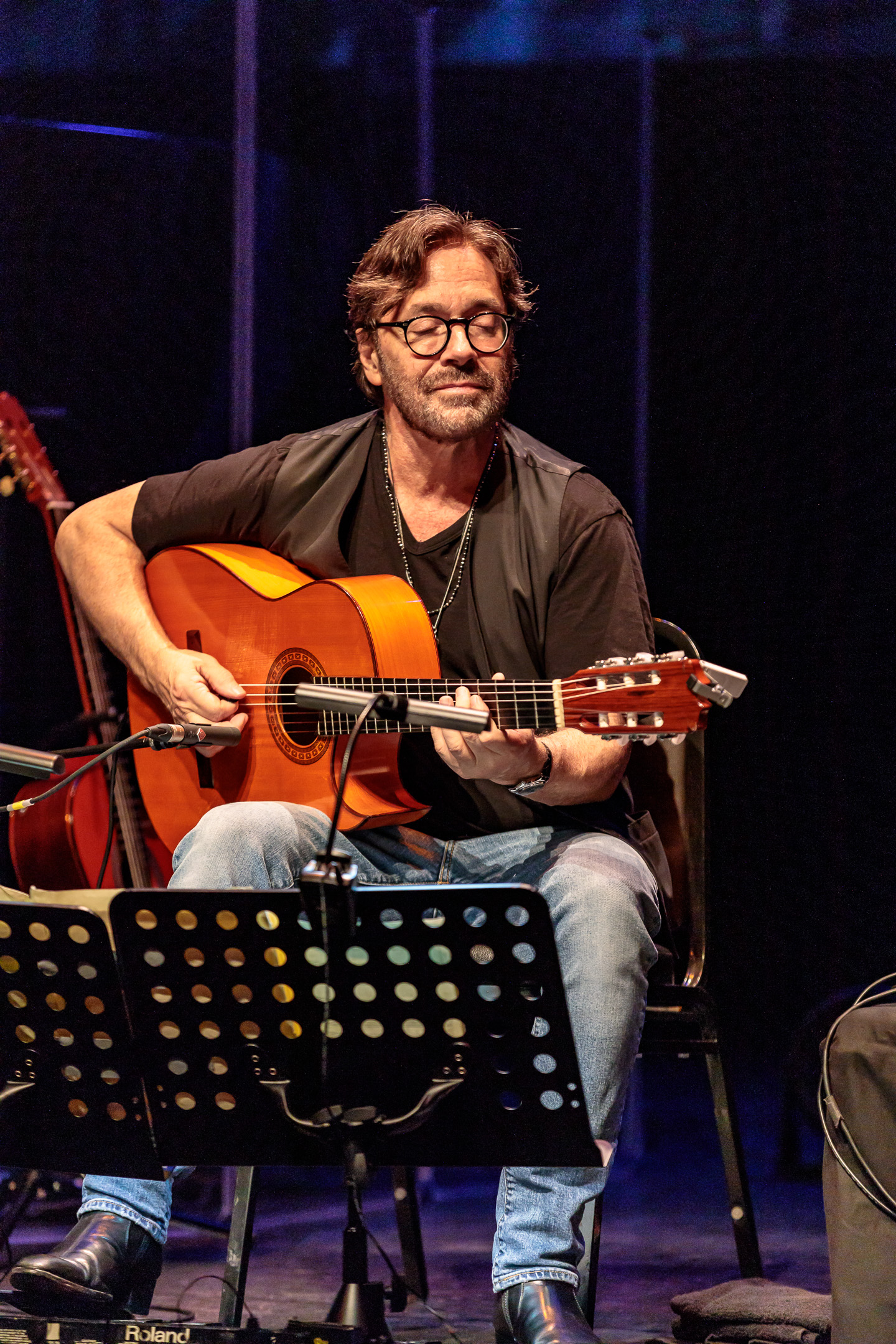 al di meola brings his acoustic trio to scottsdale center for the performing arts beneath a. Black Bedroom Furniture Sets. Home Design Ideas